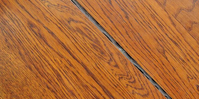 Crevice in the laminate floor and aged silicone sealant